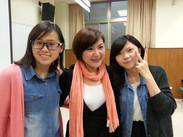 蔡心彤老師NISHA中台科技大學魅力口語大進擊20140402 (3)