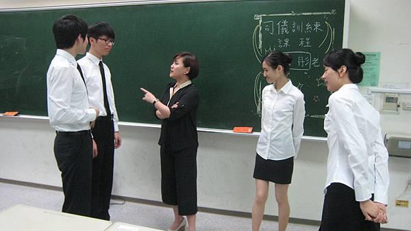 心彤老師帶領東海親善服務團司儀訓練20140507 (35)