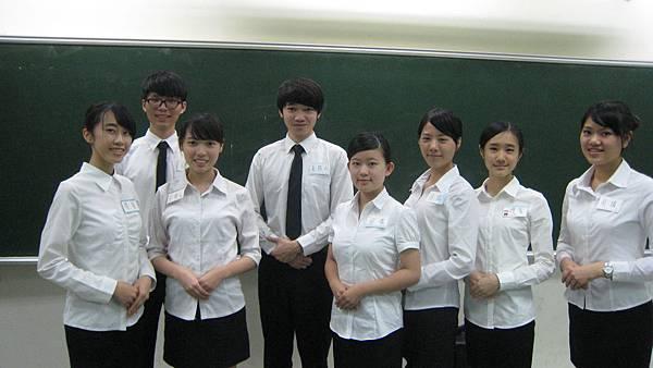 心彤老師帶領東海親善服務團司儀訓練20140507 (18)