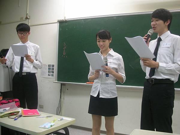 心彤老師帶領東海親善服務團司儀訓練20140507 (6)