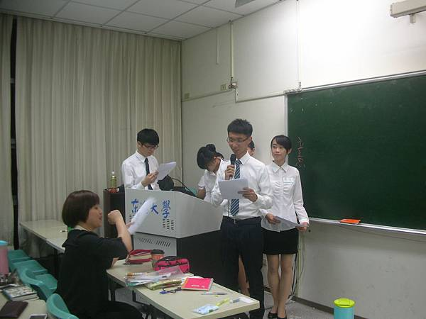 心彤老師帶領東海親善服務團司儀訓練20140507 (3)