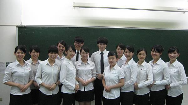 心彤老師帶領東海親善服務團司儀訓練20140507 (22)