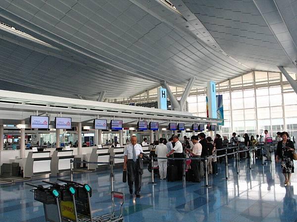 中華航空チェックインカウンター