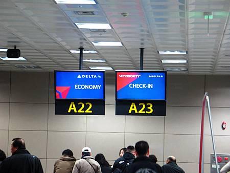 デルタ航空チェックインカウンター