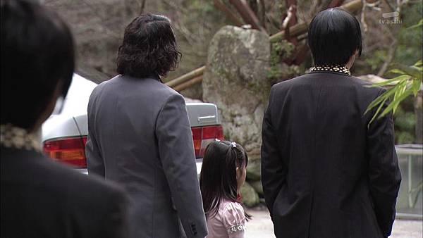 Keibuho Yabe Kenzo 2 ep04 720p HDTV x264 AAC-NGB[23-48-04].JPG