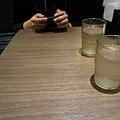 六厘舍餐廳桌子