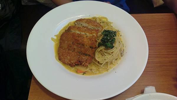 Is Pasta義大利麵 咖哩豬排義大利麵