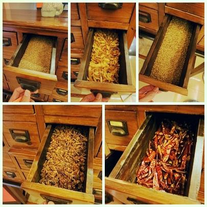 誠品-泰市場-泰式料理吃到飽-門口香料區