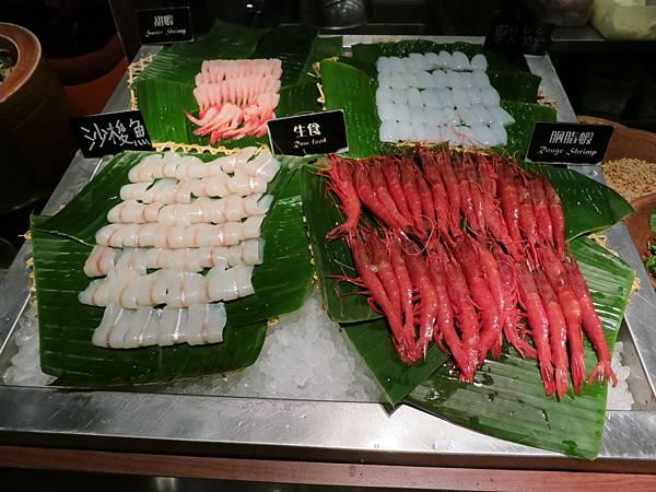 誠品-泰市場-泰式料理吃到飽-生魚片、海鮮