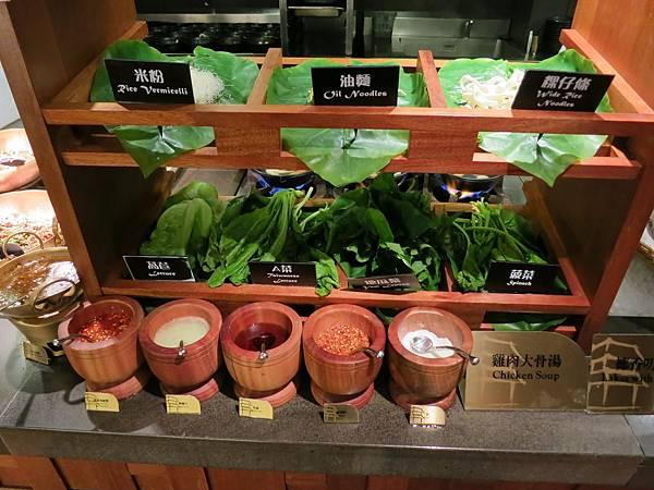 誠品-泰市場-泰式料理吃到飽-米粉湯-麵類
