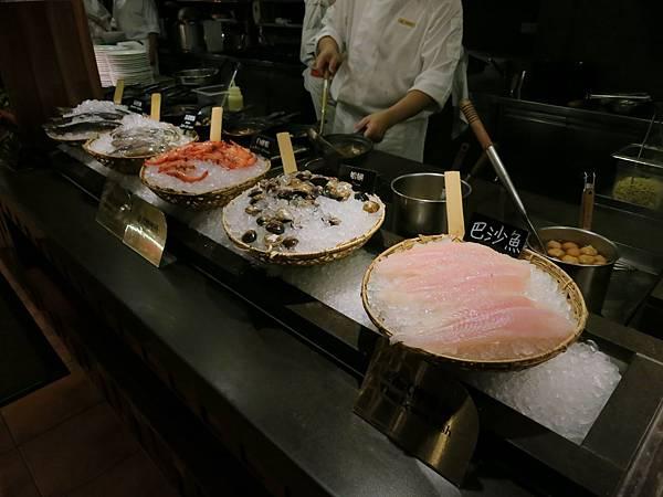 誠品-泰市場-泰式料理吃到飽-酸辣湯、香茅湯