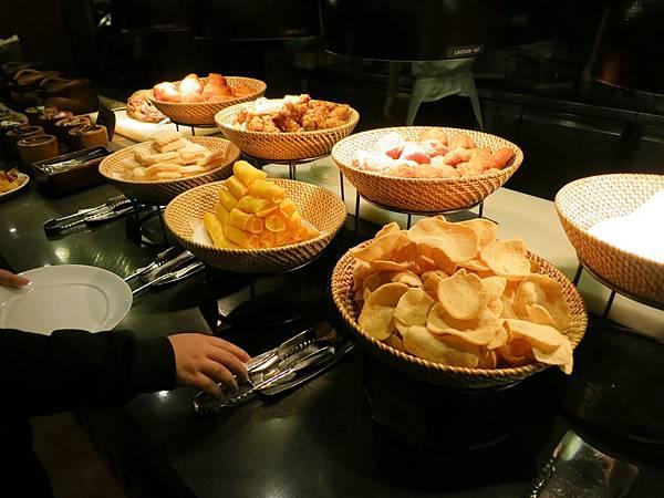 誠品-泰市場-泰式料理吃到飽-月亮蝦餅-炸區