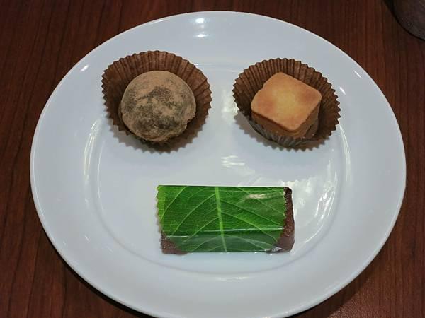 誠品-泰市場-泰式料理吃到飽-甜點盤
