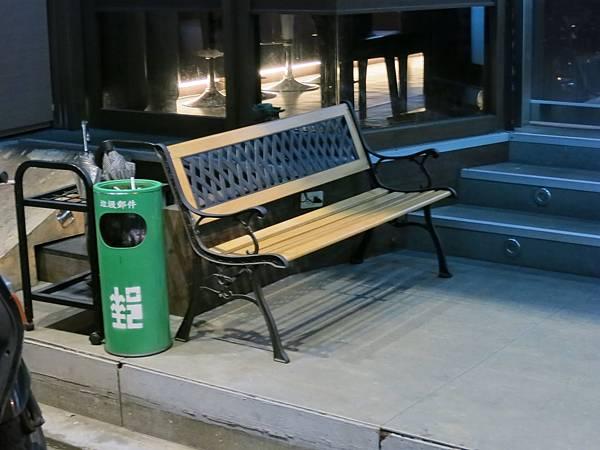 海餃七號-水餃店-椅子