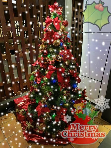 誠品-泰市場-泰式料理吃到飽-聖誕樹