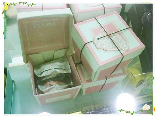 Flora-生巧塔-店面裝飾-巧克力盒子
