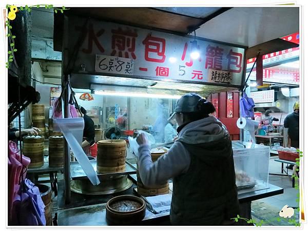 【銅板小吃】三重無名5元小籠包水煎包-店面