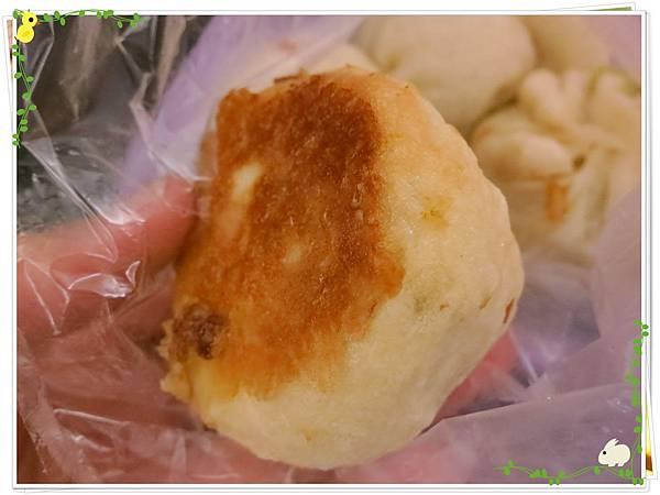 【銅板小吃】三重無名5元小籠包水煎包-水煎包