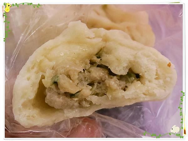 【銅板小吃】三重無名5元小籠包水煎包-小籠包