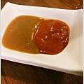 高雄-美食小吃-郭家肉粽、碗粿-甜辣醬、醬油