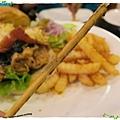 台北-Rock Shock 驚嚇搖滾廚房-聖誕夜驚魂-漢堡套餐-薯條
