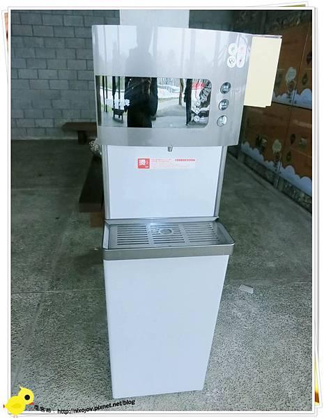 台北-南港山水綠生態-山豬窟化身成池畔木屋-飲水機