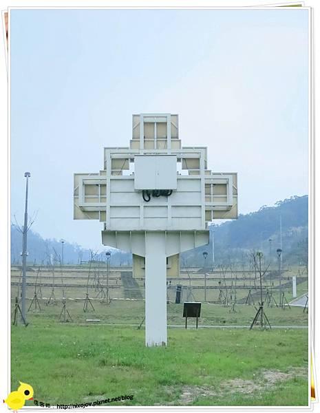 台北-南港山水綠生態-山豬窟化身成池畔木屋-太陽板