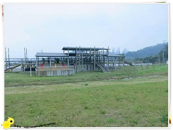台北-南港山水綠生態-山豬窟化身成池畔木屋-屋子