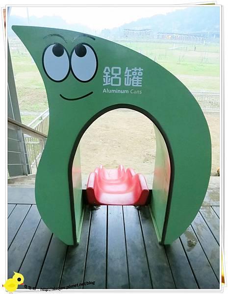 台北-南港山水綠生態-山豬窟化身成池畔木屋-溜滑梯