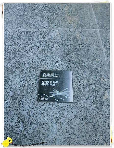 台北-南港山水綠生態-山豬窟化身成池畔木屋-地板