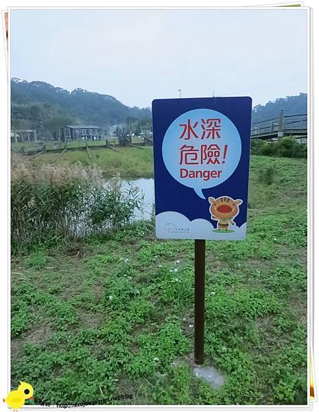 台北-南港山水綠生態-山豬窟化身成池畔木屋-告示牌