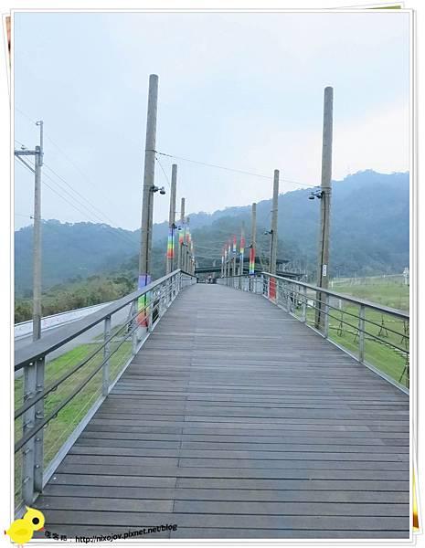 台北-南港山水綠生態-山豬窟化身成池畔木屋-全景