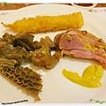 桃園-住都飯店晚餐buffet吃到飽-超出期待的美味-蝦子、牛肉、豬腳