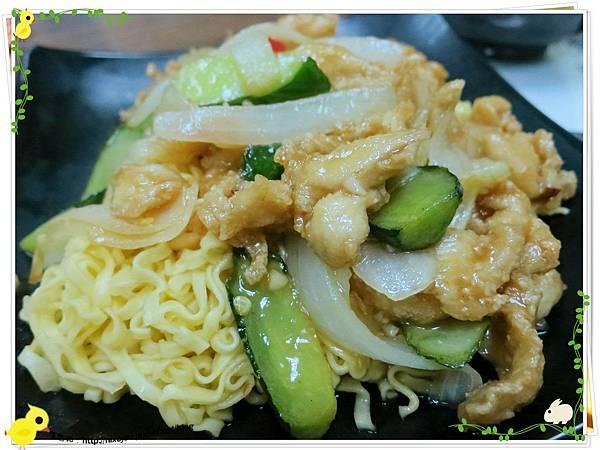台北-三杯三怪媽媽小廚-美味的三杯料理-泰式雞柳炒泡麵