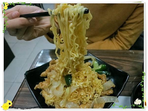 台北-三杯三怪媽媽小廚-美味的三杯料理-泰式雞柳炒泡麵-泡麵