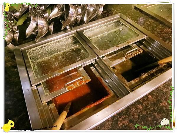 台北-新莊、輔大捷運站-饗厚牛排-享受厚度的美味-自助吧-蘑菇醬、牛排醬