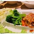 台北-新莊、輔大捷運站-饗厚牛排-享受厚度的美味-自助吧-冰淇淋台北-新莊、輔大捷運站-饗厚牛排-享受厚度的美味-岩燒特級無骨牛小排11oz-附菜
