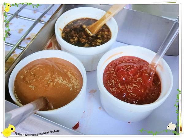 宜蘭-礁溪-柯氏蔥油餅-到此一遊,不吃遺憾-柯氏蔥油餅加蛋-醬料