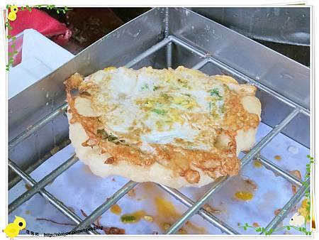 宜蘭-礁溪-柯氏蔥油餅-到此一遊,不吃遺憾-柯氏蔥油餅加蛋-炸油鍋炸蛋