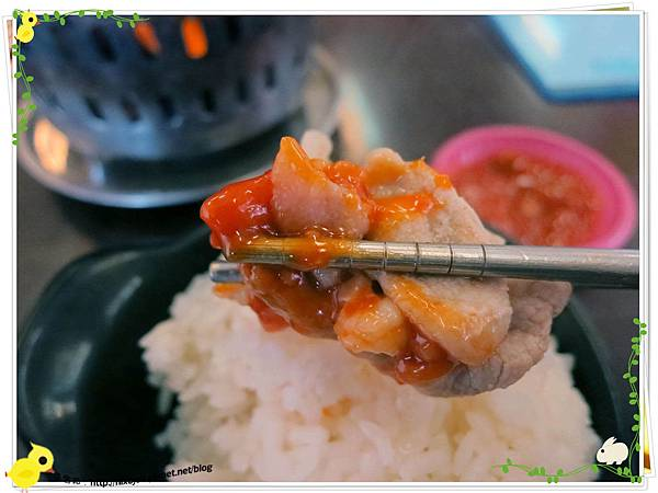 新莊-馨媽香香鍋-『在地人的美味』-大腸臭臭鍋-豬肉片沾豆辦醬