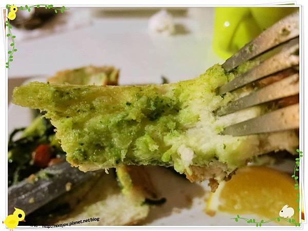 台北-板橋-花吃-花的禮物餐廳-雞腿墨魚青醬義大利麵厚片邊