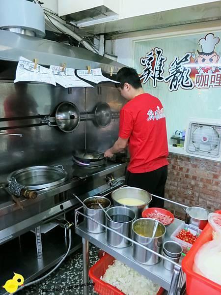 台北-三重-雞籠咖哩炒麵-料多味美的美食小吃-咖哩炒飯-咖哩米粉-赤肉湯-豬肝湯