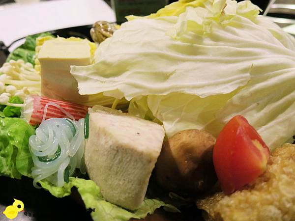 台北-青禾幸福鍋物涮涮屋(永安店)-個人鴛鴦火鍋-豪華海陸鍋-綜合魚片盤、犇牛盤
