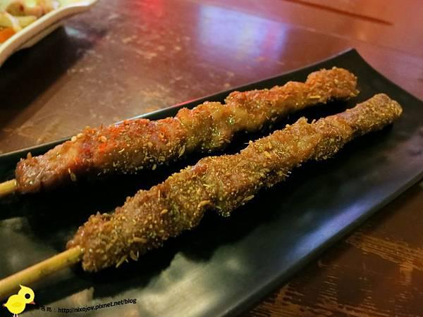 【台北】板橋-WOW!烤串燒店-一起到教室用餐吧-新疆羊肉串