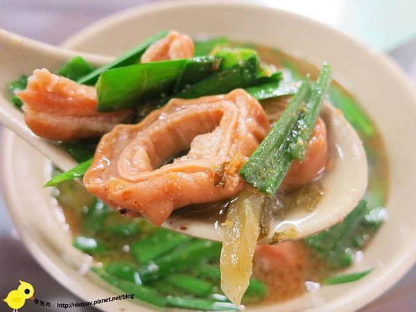 【台北】昌吉街豬血湯-香噴噴美味的魯肉飯-大腸湯