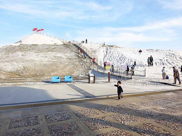 【台南旅遊】七股鹽山-有如雪一般的鹽山