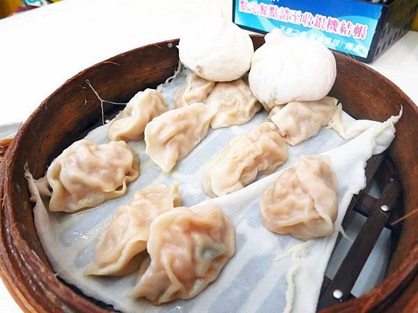 【花蓮美食】周家蒸餃、小籠包-1顆3元的蒸餃(公正包子旁)