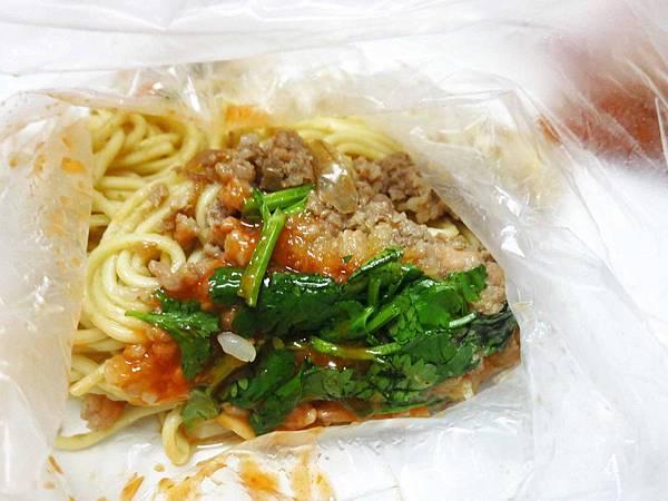 【新莊美食】中華路無名早餐餐車-紅糟肉圓、肉燥炒麵