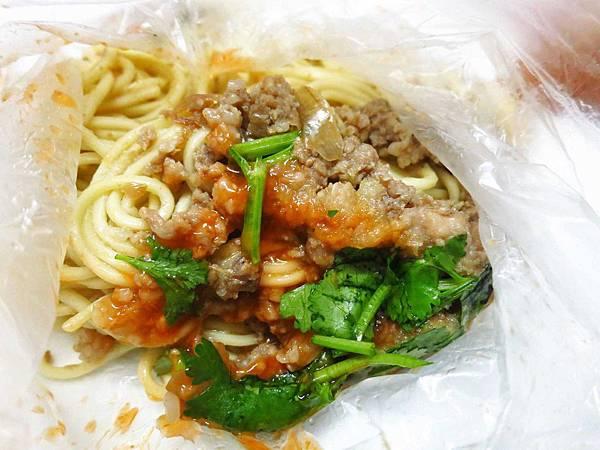 【新莊】無名早餐餐車-紅糟肉圓、肉燥炒麵