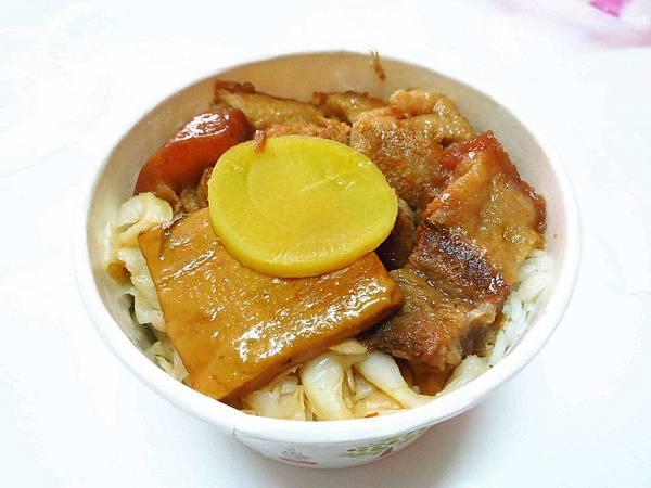 【新莊】30元焢肉飯-俗又大碗,絕無僅有的價格